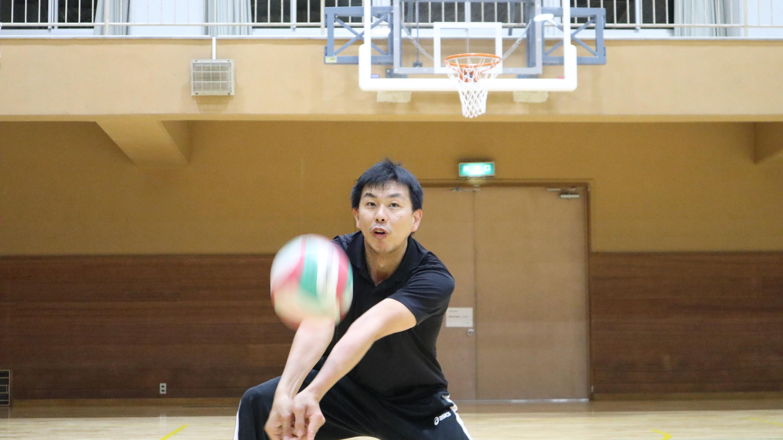バレーボールのアンダーハンドパスがうまく返せるようになる2つのコツと練習方法【解説動画あり!】