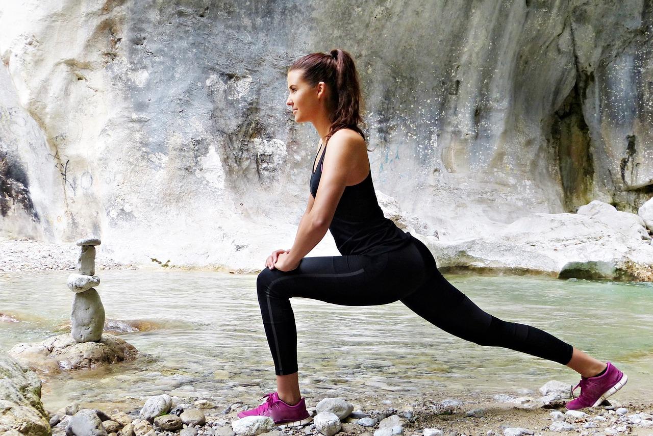 女性のダイエット筋トレ!脚を細く引き締めるにはワイドスクワットがおすすめ!